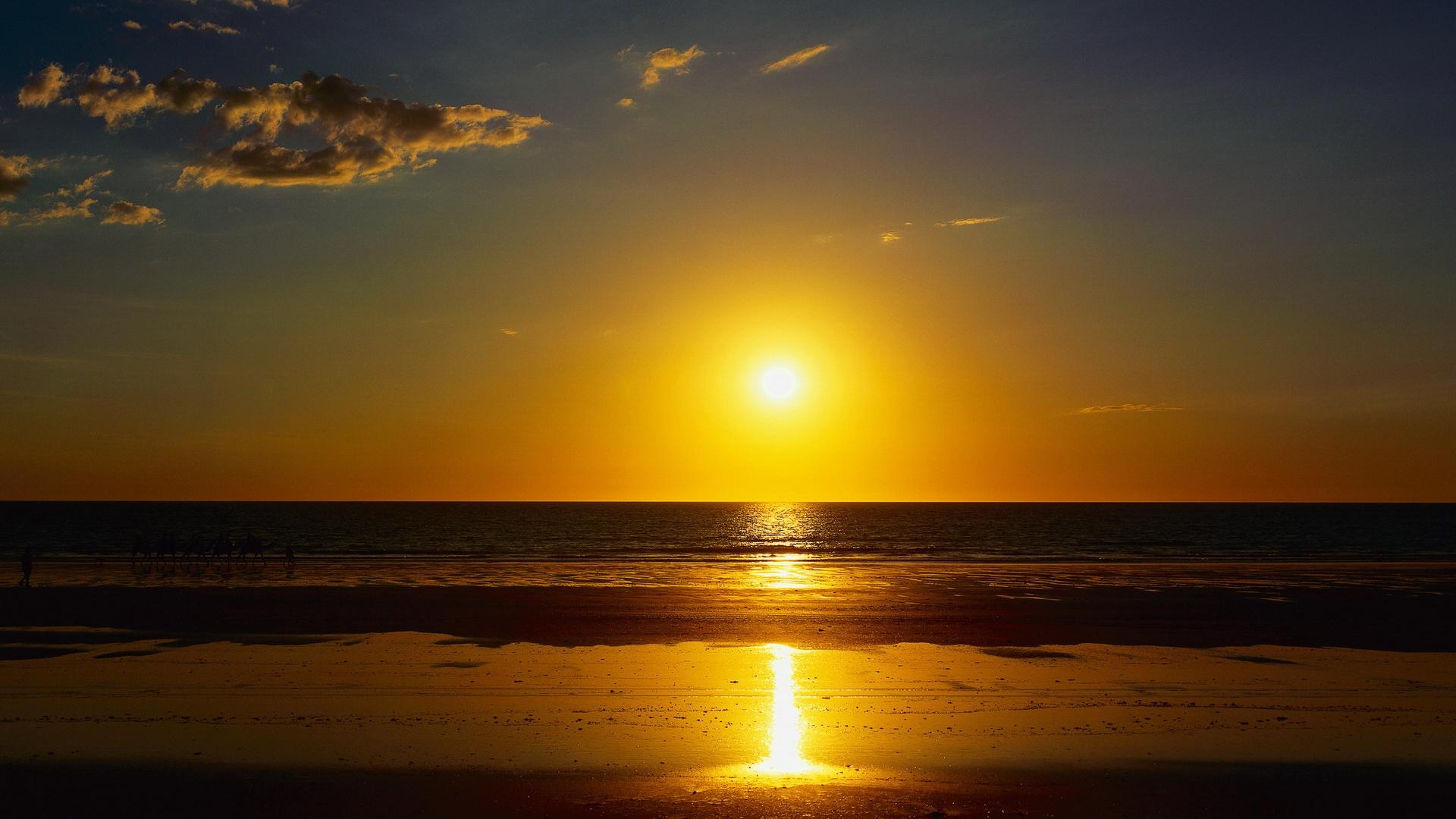 6988929-rising-sun