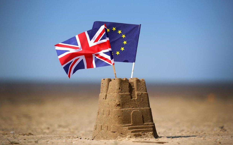 97464342_eu-flag-beach_MONEY-xlarge_transfOp3sshE0kUyWr3r7zY5DemNX2rRP8fx-3josGgsE1E